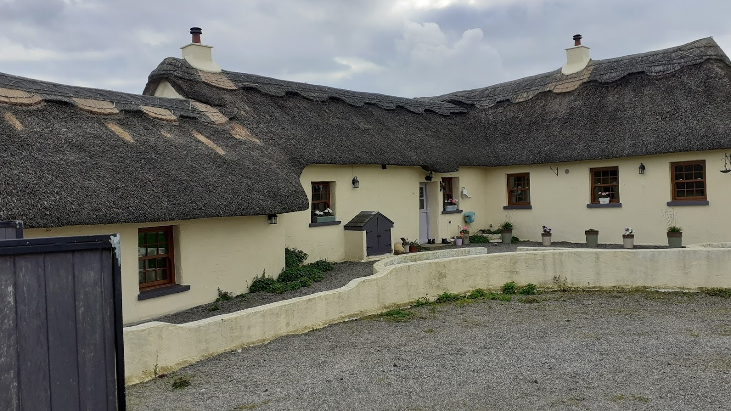 Thatch Roof Cottage Ireland - County Laois Thatched Cottage
