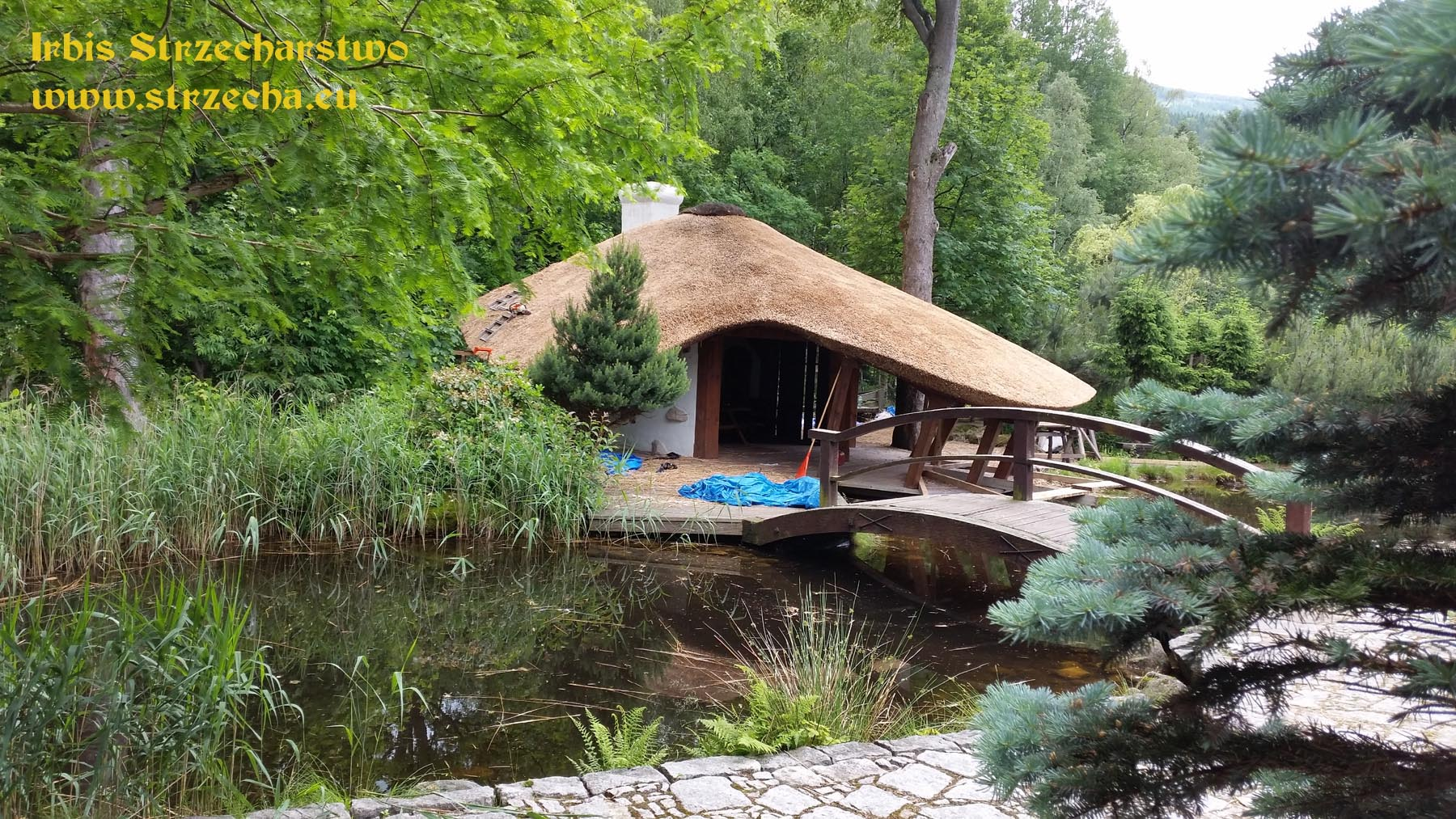 Create beautiful roofs with thatch.