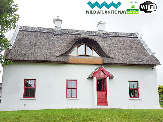 Teac Chondai Thatched Cottage – Donegal