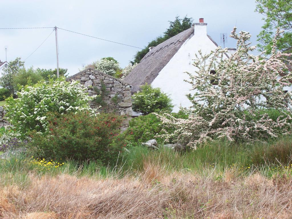 An Caladh Gearr Thatch Cottage Connemara