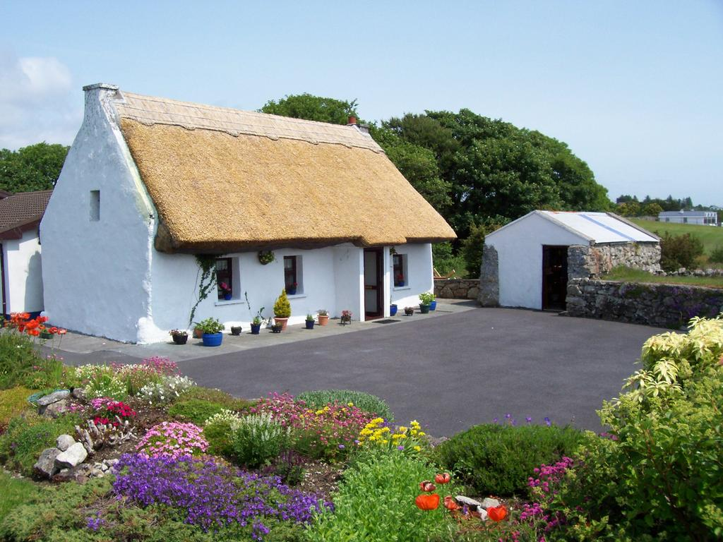 An Caladh Gearr Thatch Cottage Spiddal, County Galway
