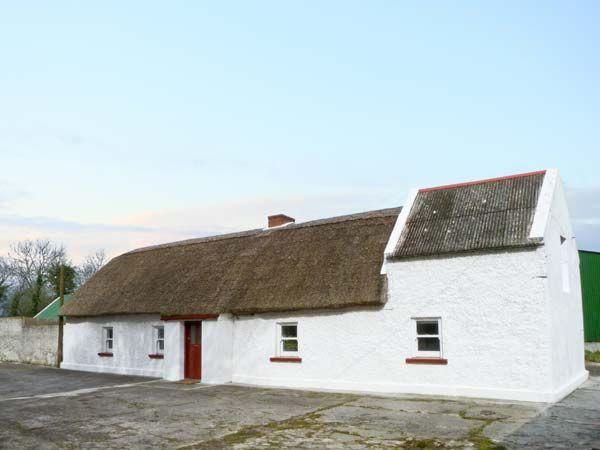 Callan Thatched Cottage, Callan, County Kilkenny, Ireland..