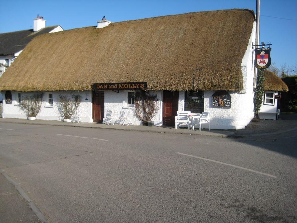 Dan and Mollys Thatched Pub in Ballyboy, County Offaly