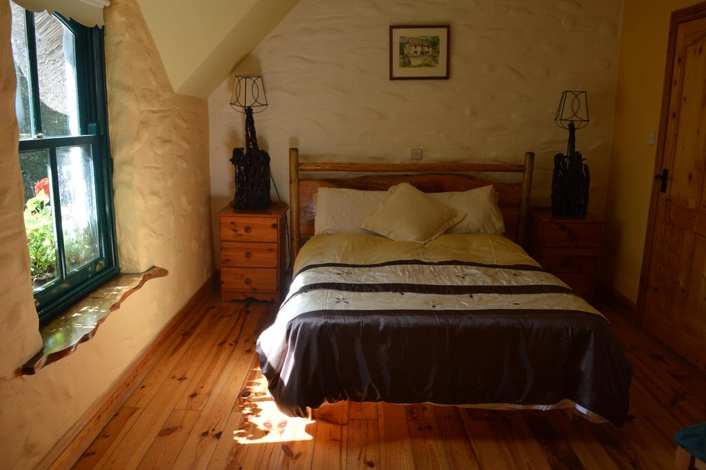 Lissyclearig Thatched Cottage B&B County Kerry, Ireland.