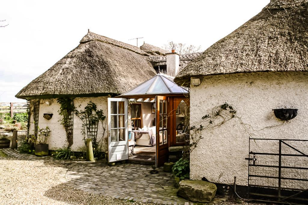 Thatched Cottage Rental Tara, Ireland