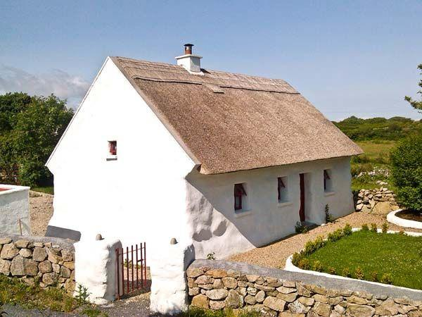 Spiddal Thatched Vacation Cottage