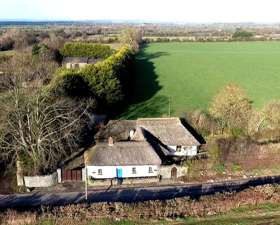 The Beautiful Rathfeigh Thatched Cottage Self Catering