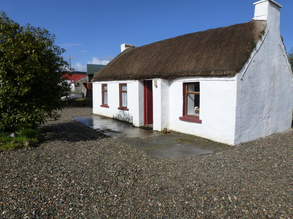 Tigin Tui Thatched Cottage Donegal