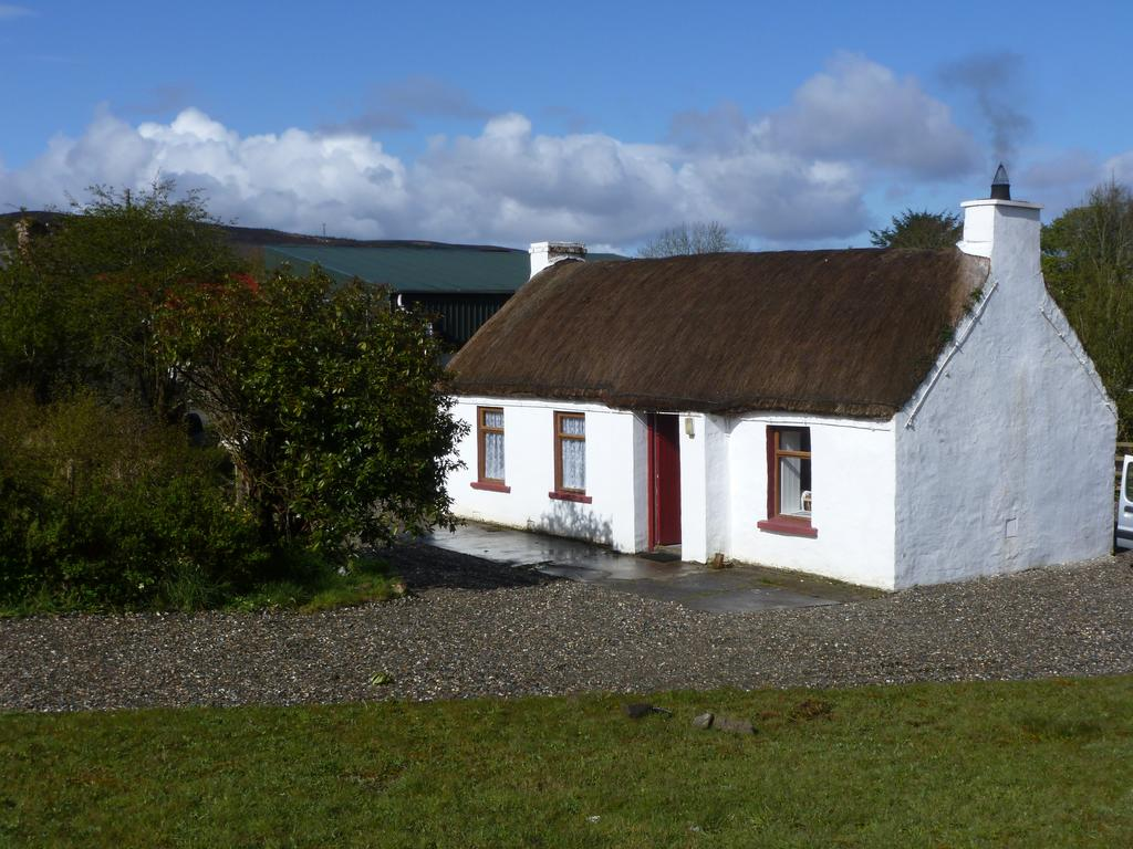Tigin Tui Thatched Cottage Donegal Ireland