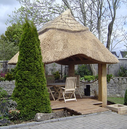Reed Roof Thatch and Green Oak compliment one another. Thatch in your garden.