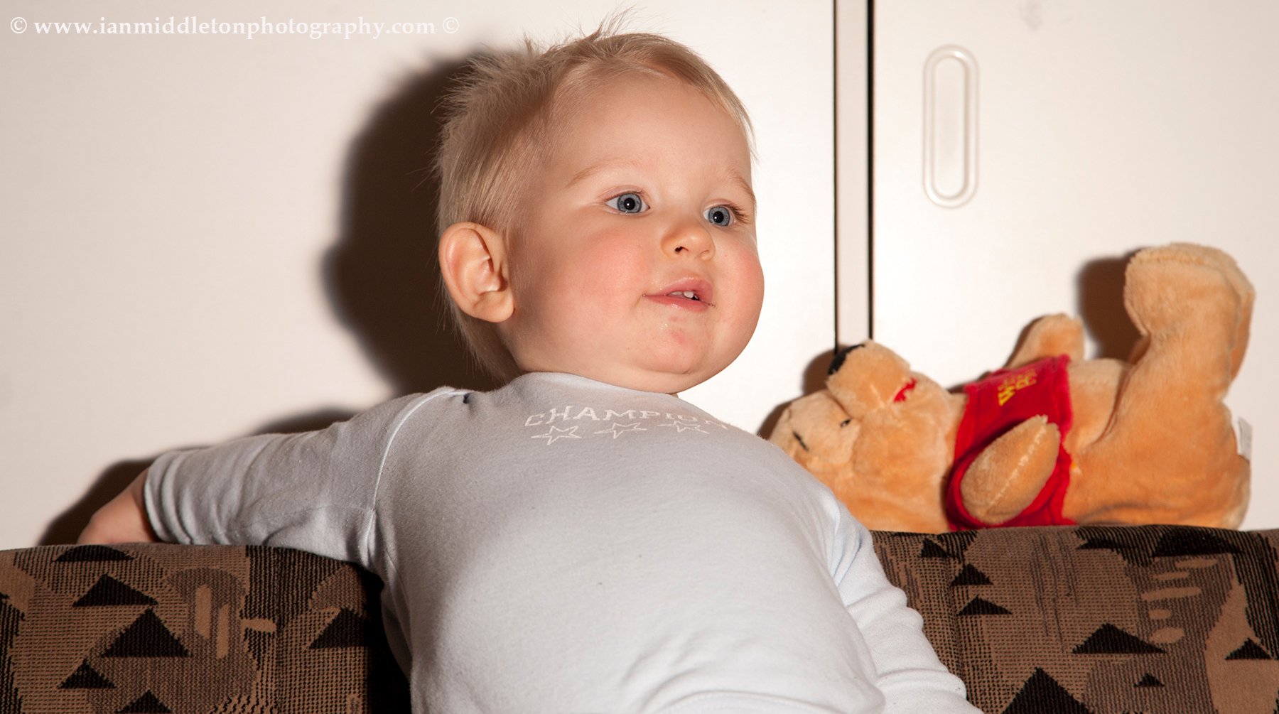 Example of how direct light with a flash causes problems with shadows in portrait photography.